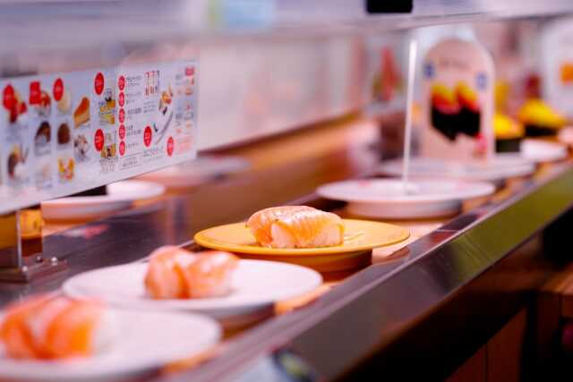 makanan terkenal di jepang mawaru sushi