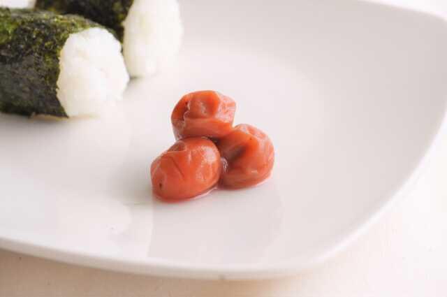 cara membuat onigiri umeboshi